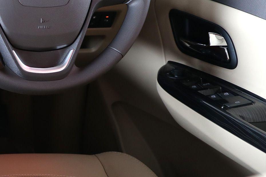wuling-confero-drivers-side-in-side-door-controls-145552