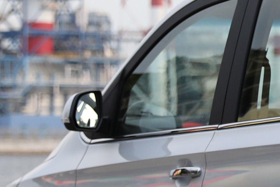 wuling-confero-drivers-side-mirror-rear-angle-190942